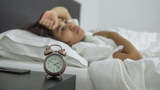「失眠」治不好,原來是因為冷氣「溫度調錯」!美權威專家的超好用「身體降溫法」,讓你一夜好眠