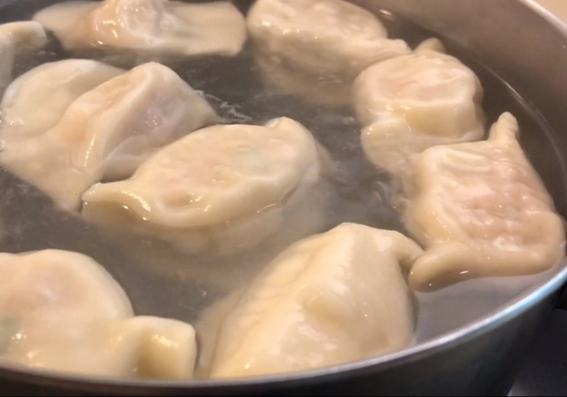 「冷凍水餃」網路爆紅款!高麗菜、韭菜水餃已經不夠看...打拋豬、干貝、瓜仔雞肉,10大熱門你吃過哪些?
