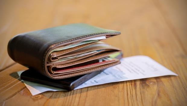 「報復性消費」讓你真的快樂嗎?公關教母丁菱娟中年才懂的「花錢智慧」:錢花在「這地方」快樂最持久
