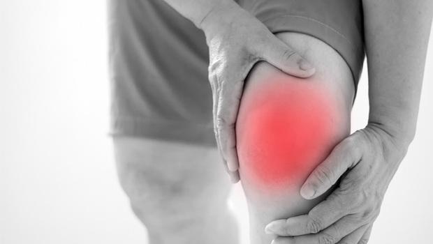 不想讓「關節炎」惡化,吃什麼油很重要!營養學家建議:這4種油少碰為妙