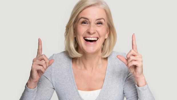 「東西放在哪?」「我昨晚吃什麼?」常這樣問要小心!大腦可能40歲就老化...腦科醫師:原來防失智關鍵,藏在「這3根手指頭」