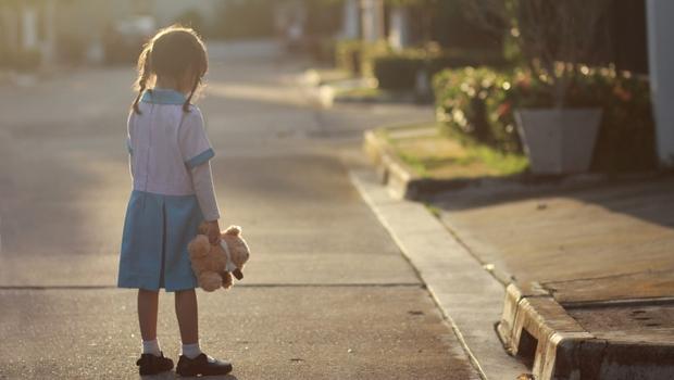 孩子被性侵、被霸凌....出現「這幾點徵兆」該小心!專家教你:當孩子遭遇重大創傷,父母該這樣做