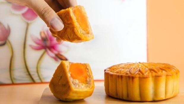 「中秋月餅」松阪豬、櫻花蝦...連威士忌口味都有!盤點10家飯店爆紅的「創新月餅」,奇葩口味你最喜歡哪個?