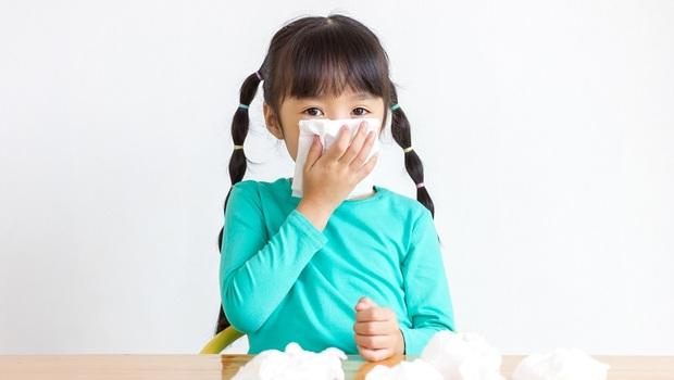 秋天最常發生!孩子只是咳嗽,嘴唇竟變「暗紫色」?「6大症狀」看孩子是否得了「細支氣管炎」