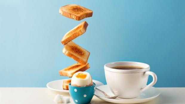 早餐喝黑咖啡配「這種水果」竟燃脂又助排便!精選5道「健康減脂餐」,超商就買得到