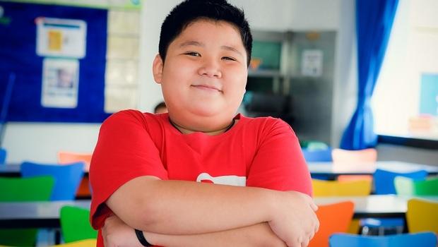 不想讓孩子變太胖,「減少熱量攝取」小心反阻礙生長!父母必學的「紅黃綠飲食法」擊退肥胖