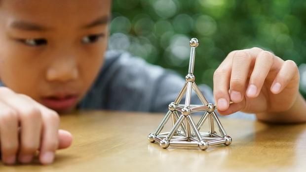 「這種益智玩具」竟有腸穿孔、死亡風險!小兒急診醫師呼籲:拜託父母丟了吧!