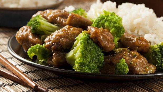 想炒出滑嫩不乾柴的肉質,不用靠勾芡!專家都在用的秘訣:加「這個」一起炒,護胃又美白