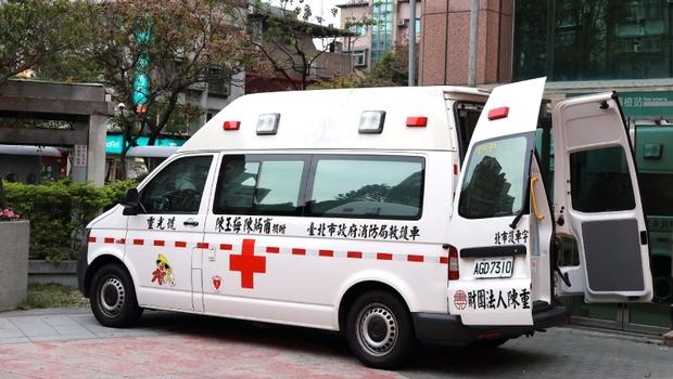 美國叫救護車2萬起跳,台灣竟免費!跌倒、手受傷都叫救護車...急診科醫師告白:「輕傷搭救護車」下場為何更不安全?