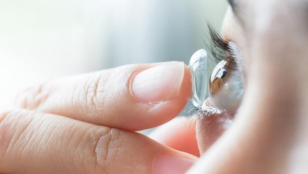 買「隱形眼鏡」只會挑度數?難怪眼睛乾澀又缺氧!驗光師揭「挑選4關鍵」