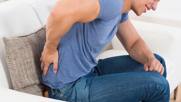 改善背痛,第一步就是「丟掉靠背」!骨科名醫朱家宏:這6大錯誤姿勢讓你這裡痛那裡痛