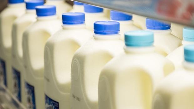 大賣場鮮奶、優酪乳,哪時買最新鮮?選前排還是後排?20年量販店經理「選購撇步」全公開:其實要選...
