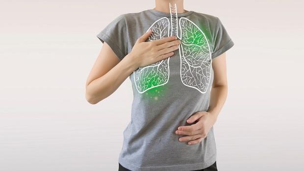 「肺癌」不只是會咳嗽!蟬聯台灣「10年癌症死亡率第一名」的肺癌,竟有這5種意想不到的症狀