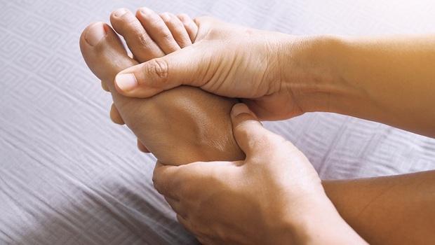 自己的「腳麻」自己救!骨科名醫朱家宏:一張表替你的腳麻揪出「6大潛藏疾病」