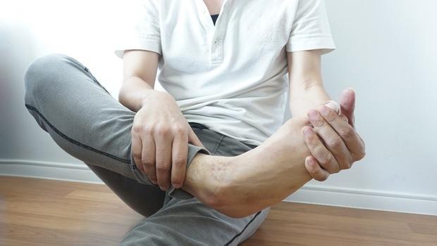 「腳痛」其實該穿高跟鞋!骨科名醫朱家宏破解:你一直搞錯的「6大腳痛迷思」,別再讓你的腳好不了