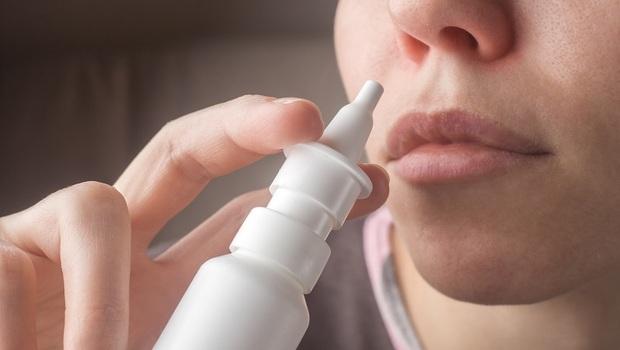 過敏、鼻塞人必看》用了「鼻噴劑」竟然開始流鼻血!藥師揭「1個小動作」就能降低副作用