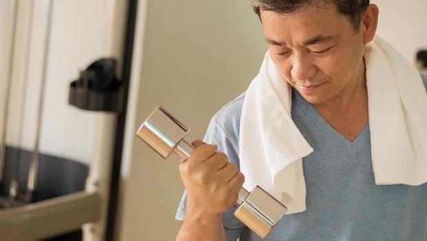 「練肌力」防退化,大家都搞錯了!復健科醫師公開:關鍵不在肌肉大小,而在「收縮力」