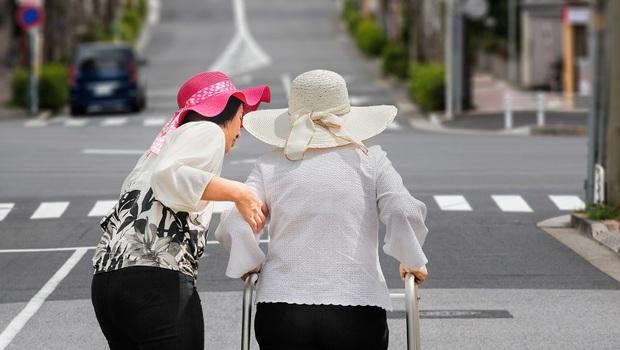 「心怦了一下,以為是愛情,其實是心律不整...」日本老人自嘲啟示:比起悲苦,也可以輕鬆地老去