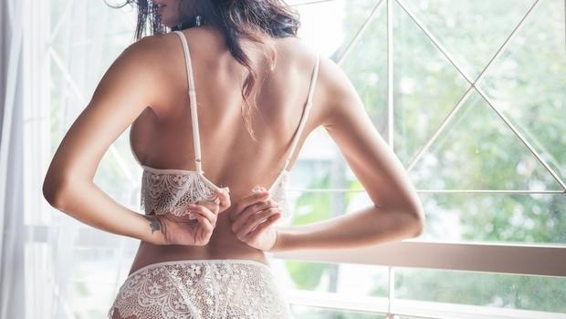 胸罩不是不臭就可以繼續穿!小心「3大噁菌」讓你的胸部生病...醫師:出現「這5種情況」就該換了