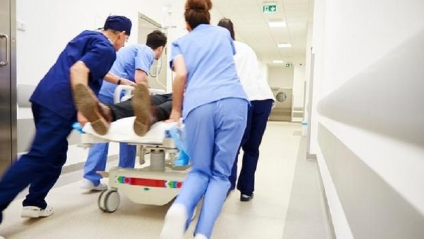 「我急救的手,正製造一個活死人?」一位重症醫師不平安的平安夜