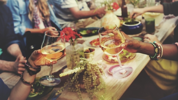 「轟趴」竟比「去餐廳吃飯」風險還低!一圖秒懂,黃瑽寧用美國疾管署研究告訴你:跨年、聚會到底還能不能參加