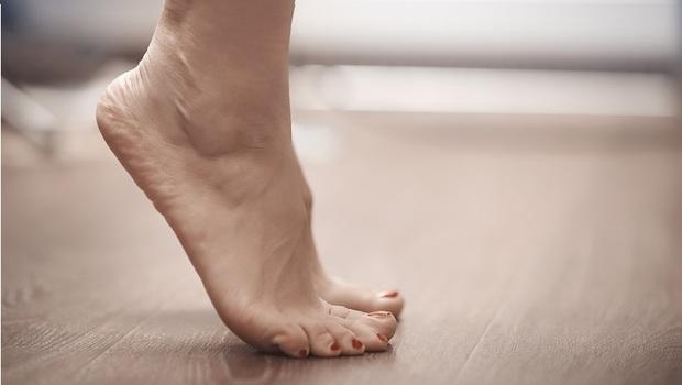 「踮腳尖」好處太多了!中西醫教你強化肌力、預防骨鬆,還能排濕氣