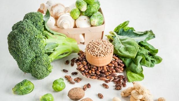 為什麼感冒不該吃堅果、花椰菜?專家告訴你:「這4種食材」生病絕對要避開