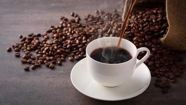 光靠「喝咖啡」瘦身還不夠!中醫師:搭配「4種香料」還可以控血糖、促進代謝