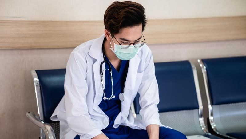 「我只能開轉診單、開藥膏,就連小小闌尾炎手術也不能做」醫師下鄉10年的第一手告白:你無法想像的偏鄉醫療困境