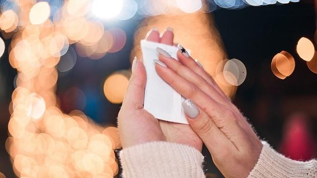 暖暖包貼「這三處」全身熱起來!馬偕中醫師的「抗寒術」不只改善怕冷,腰痠背痛也有效