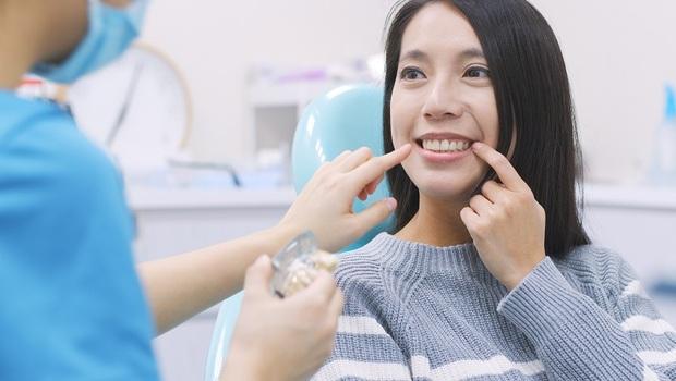 「6萬太貴了,我裝便宜的就好!」貴和便宜的差別在哪?牙科醫師告訴你:為什麼植牙要以「6萬」當標準?