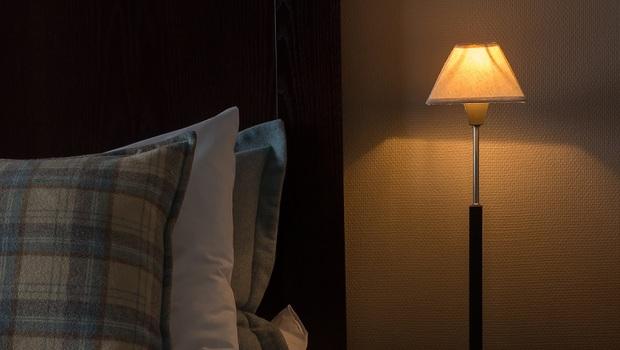 「睡覺開小夜燈」會怎樣?光電專家從老鼠實驗發現,原來「擁抱黑暗」有這麼多好處