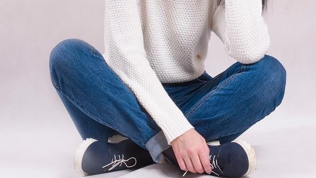 走路一直線、盤腿坐...竟然都會傷膝蓋!日本骨科醫師教你:「超簡單2動作」檢測膝蓋健康度