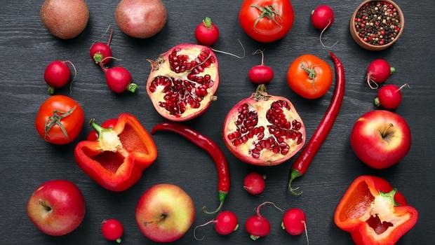紅色可護心、白色可控膽固醇!到菜市場,你該買的「抗老6色食材」還能增強免疫力