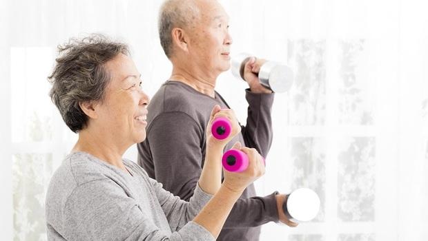 你聽過肌少症,但「骨肌減少症候群」比它還可怕!醫師教你「3種增肌輕運動」對抗