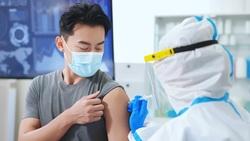 打肺炎鏈球菌疫苗,是要預防 COVID-19 併發重症!胸腔科權威帶你搞懂「肺炎疫苗」