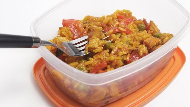 塑膠保鮮盒裝「熱的」會有塑化劑,竟連「油的」也會?譚敦慈教你「4材質餐具」安心使用法