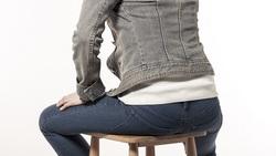 「坐錯了」讓你坐骨神經痛好不了!復健科醫師教你:坐下前「2關鍵」避免疼痛