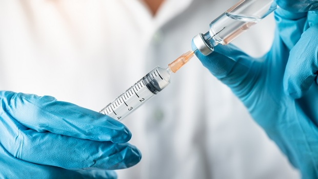 高端疫苗是最落後的技術?AZ可能致癌?「4大疫苗傳言」專家一次解析