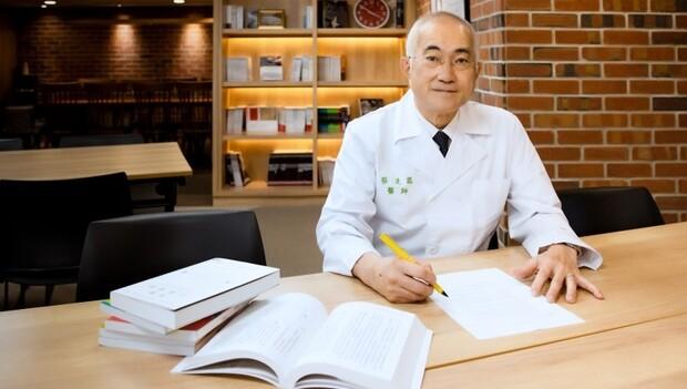 台灣髖部骨折率,竟是亞洲第一!若不積極治療,一年內死亡率達2成…新陳代謝科名醫蔡克嵩:人老了身高矮化,正是骨鬆的前兆