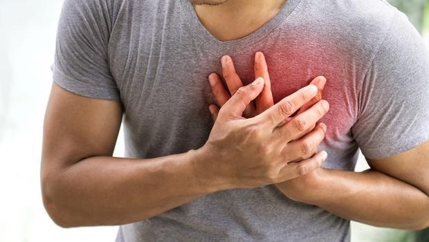 連「睡眠障礙」都是心絞痛症狀!短短幾秒鐘就倒下,14種「心絞痛徵兆」你一定要知道