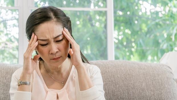 老人健忘又妄想...可能是「憂鬱、假性失智」,還是「真失智」?精神科醫師教你2關鍵分辨
