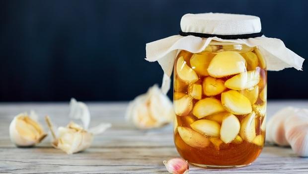 預防脂肪肝,從吃「糖醋蒜」開始!女中醫教你3步驟簡單做,護肝超有效