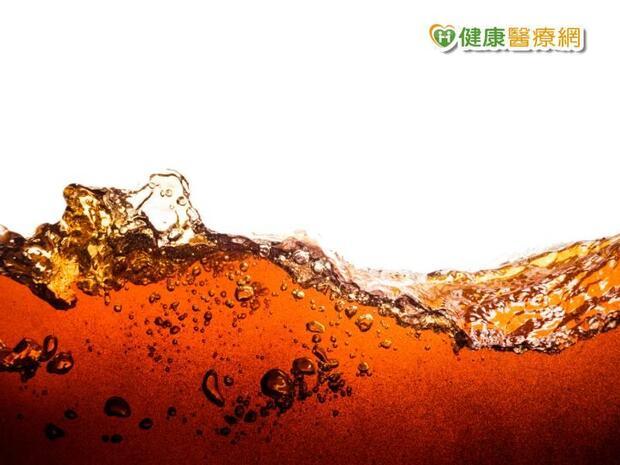 喝零卡汽水不變胖?研究:添加代糖更危險