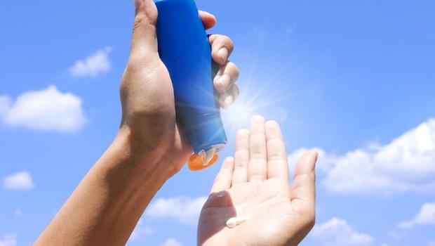 全台氣溫突破38度》有效防紫外線,要看spf、還是pa數值?美容醫學專家教你「這樣擦」,曬100分鐘也不會黑