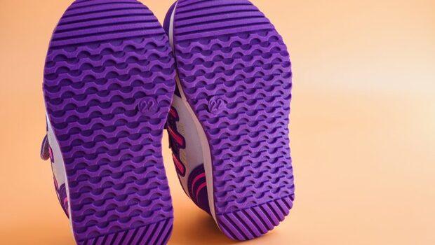 扁平足、高弓足,看鞋底磨損狀況...